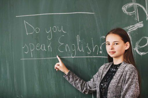 niña pizarra 1 510x340 - Estudiar inglés forma parte de tu vida