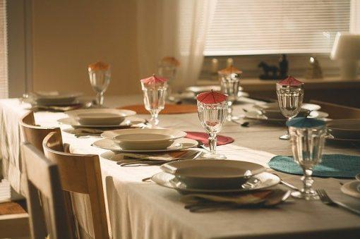 dining table 710040 640 510x339 - Celebra una comida de profesores para celebrar el fin de curso